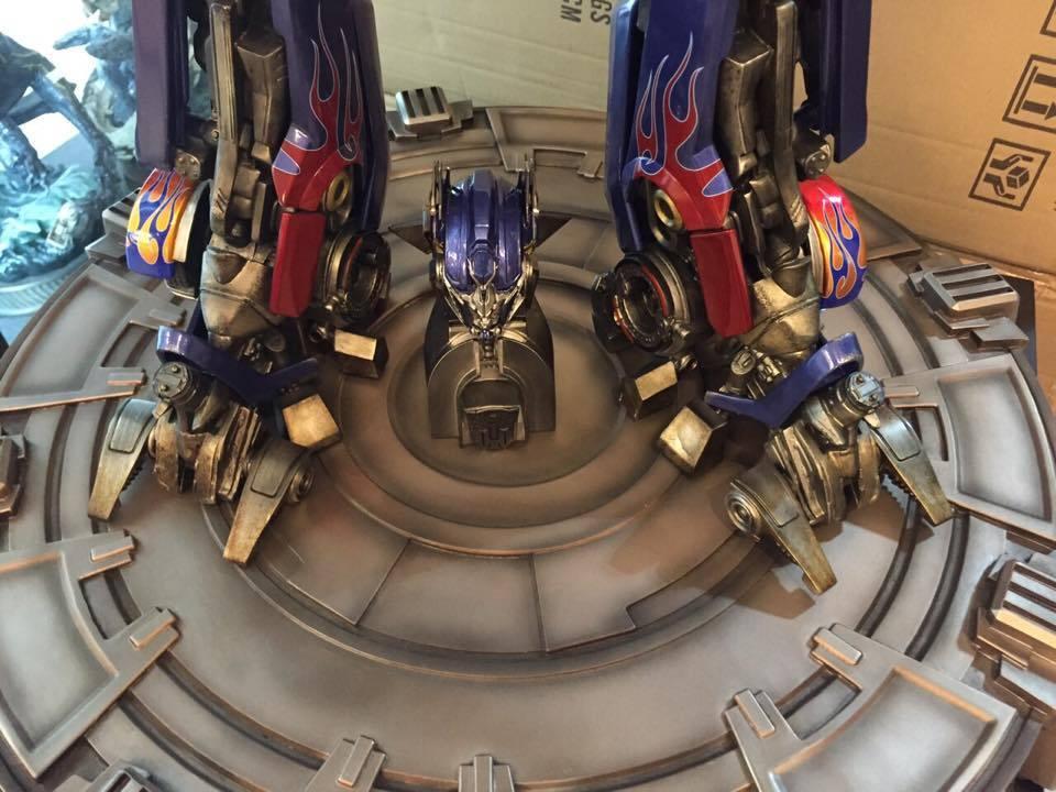 Transformers : DotM - Optimus Prime Statue UV8LDe