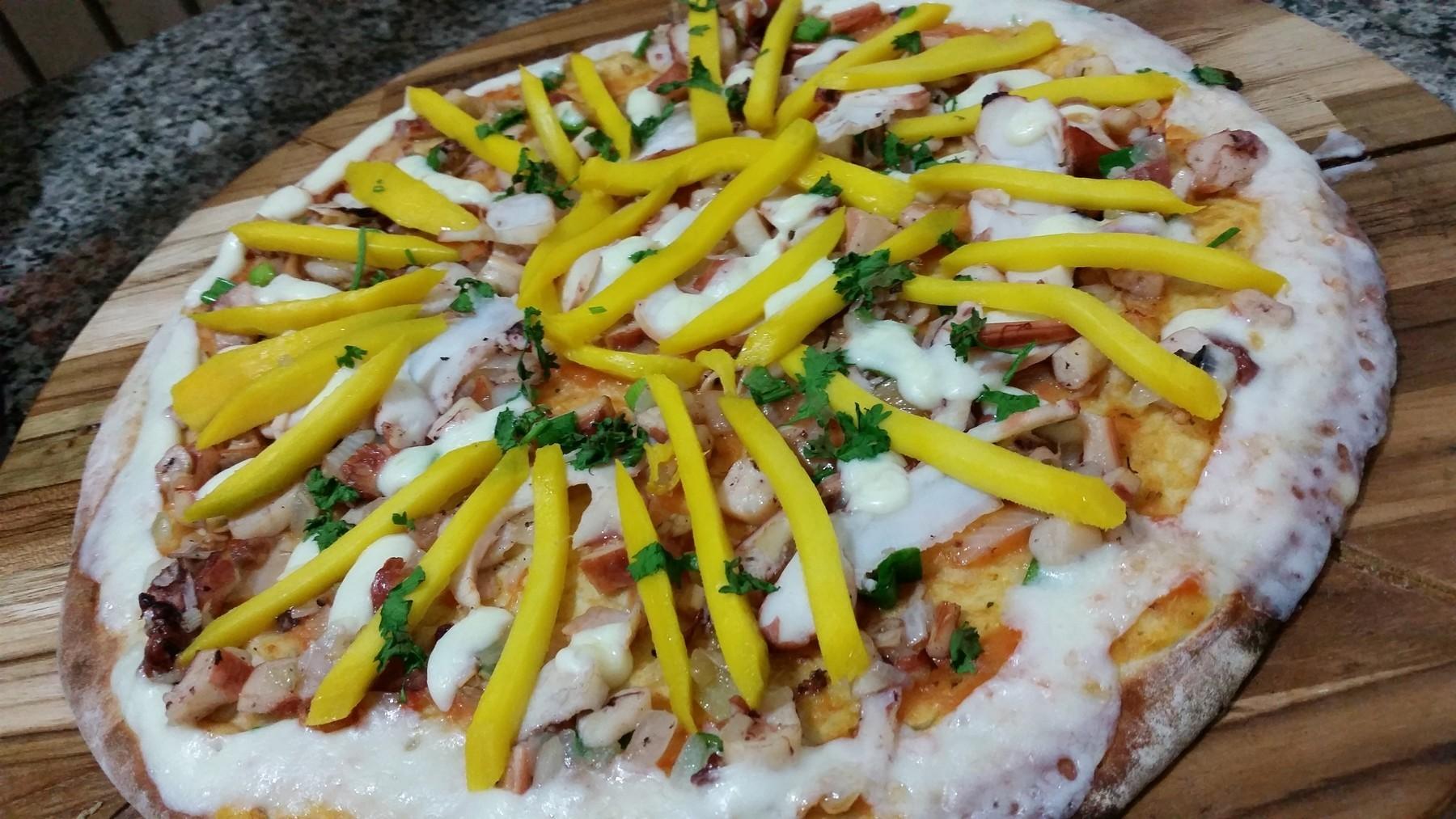 Mais um Forno Las Lenhas do Cheff Hassin construído em Salvador e pizzas sensacionais feitos neste forno! A6LyKm