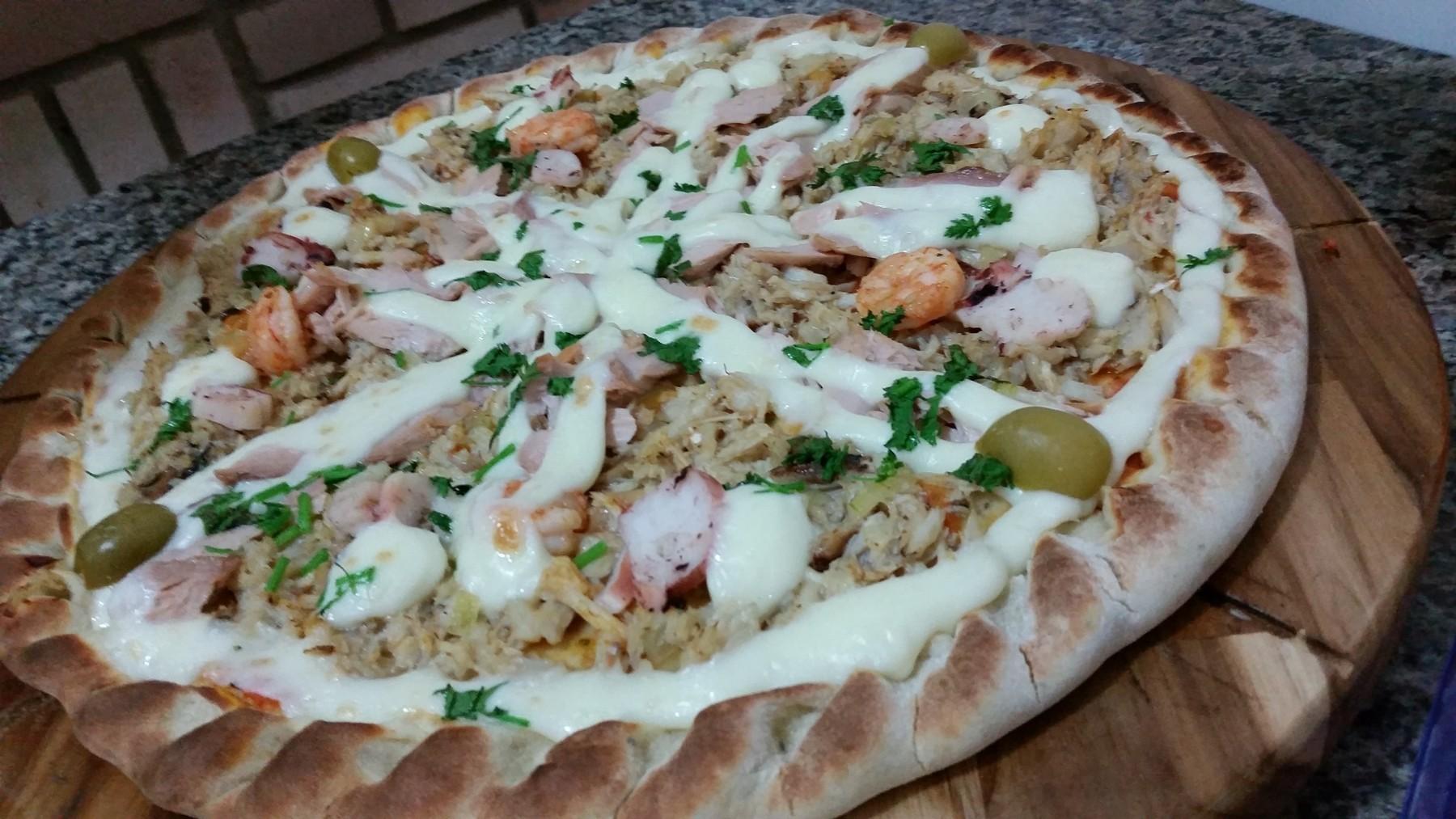 Mais um Forno Las Lenhas do Cheff Hassin construído em Salvador e pizzas sensacionais feitos neste forno! VBavzW