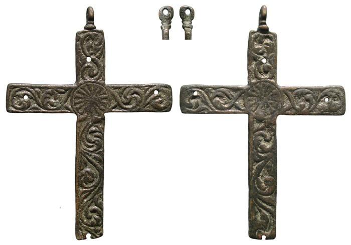 Cruz con decoración curvilinea a forma de cenefa S-XVII– CC-040 - [Pec020/S-XVII]* SDGyY7