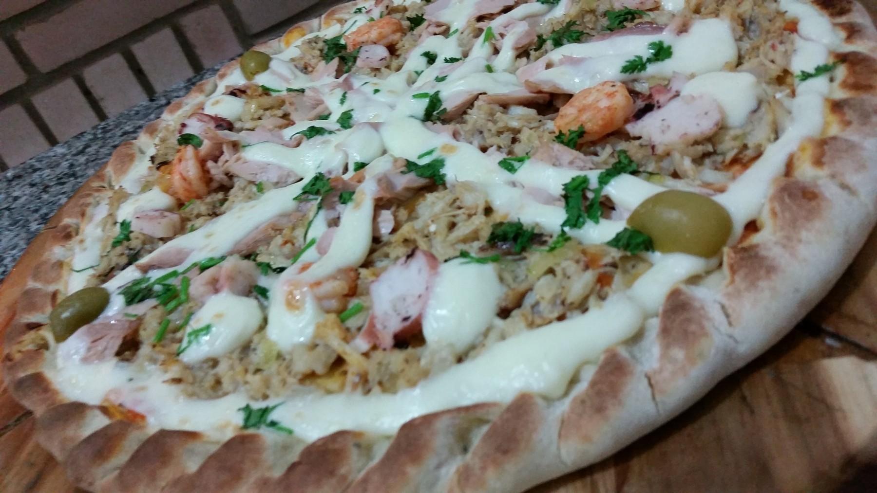 Mais um Forno Las Lenhas do Cheff Hassin construído em Salvador e pizzas sensacionais feitos neste forno! ADl9vH