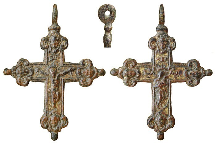 Crucifijo bifaz Virgen con Niño, con pezuelos sobredorado.  S-XVII– CC-039 - [Pec024/S-XVII]* PRhz8o
