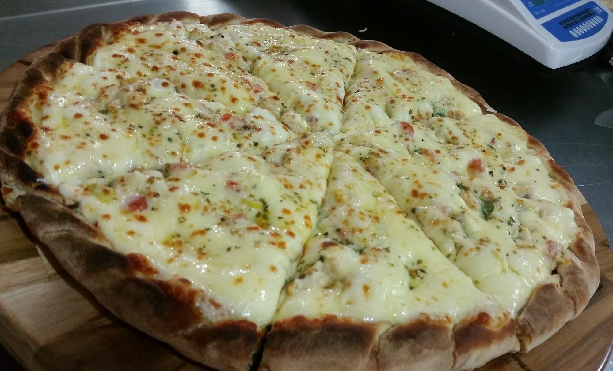 Mais um Forno Las Lenhas do Cheff Hassin construído em Salvador e pizzas sensacionais feitos neste forno! HzTN73