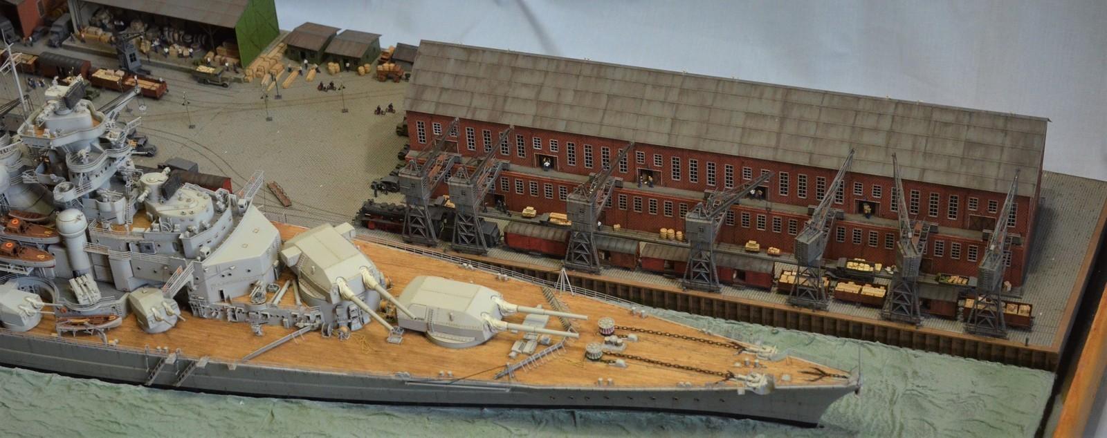 Grande grue 250 t port de Hambourg et Bismarck Revell au 1/350 - Page 11 VHwP1M