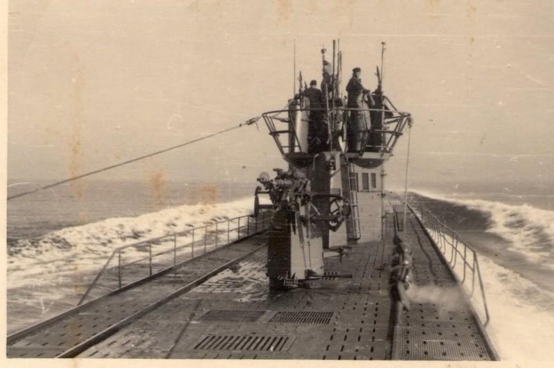 photos de sous-marin et de leur équipage 5pOYC5