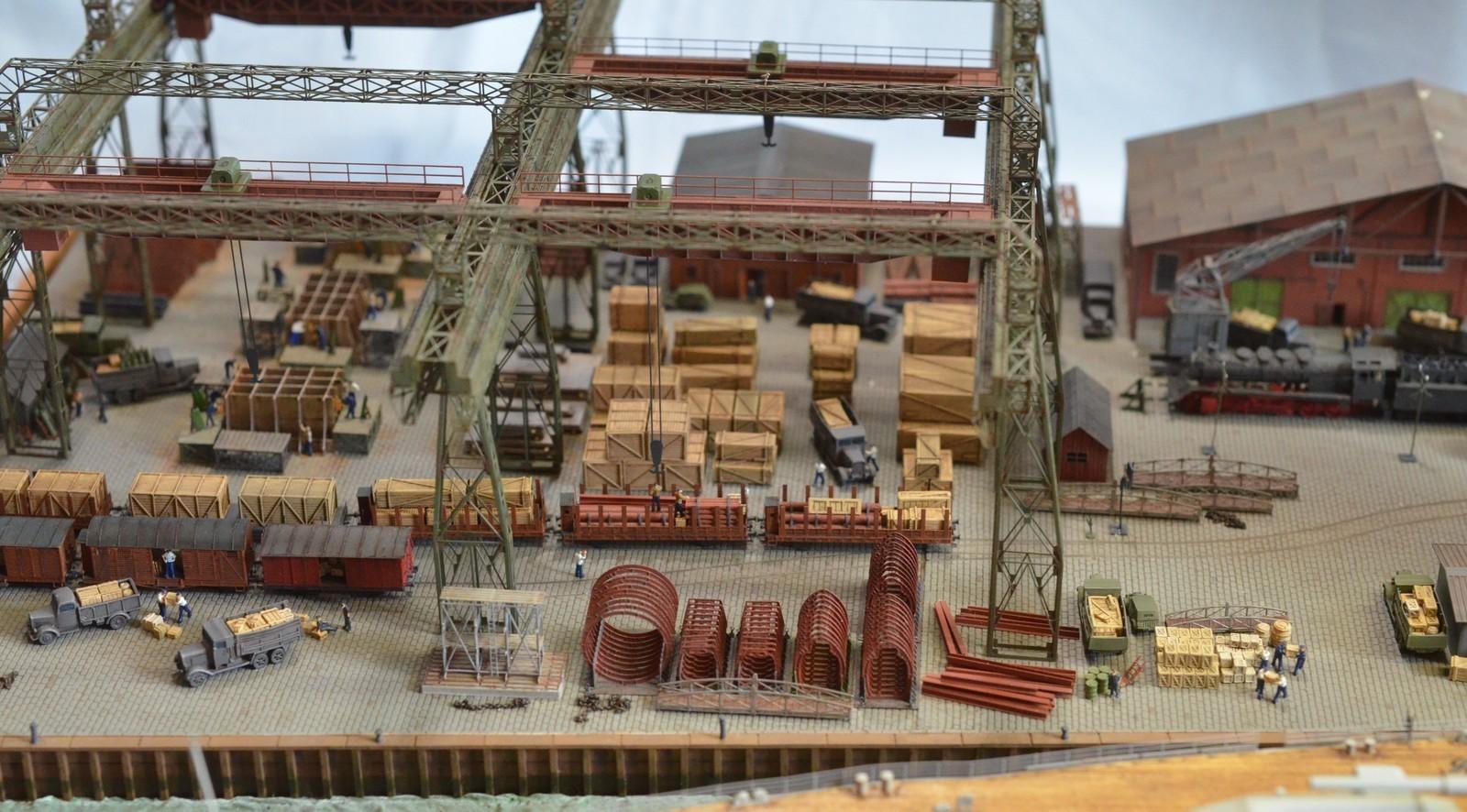 Grande grue 250 t port de Hambourg et Bismarck Revell au 1/350 - Page 11 XlhIKC