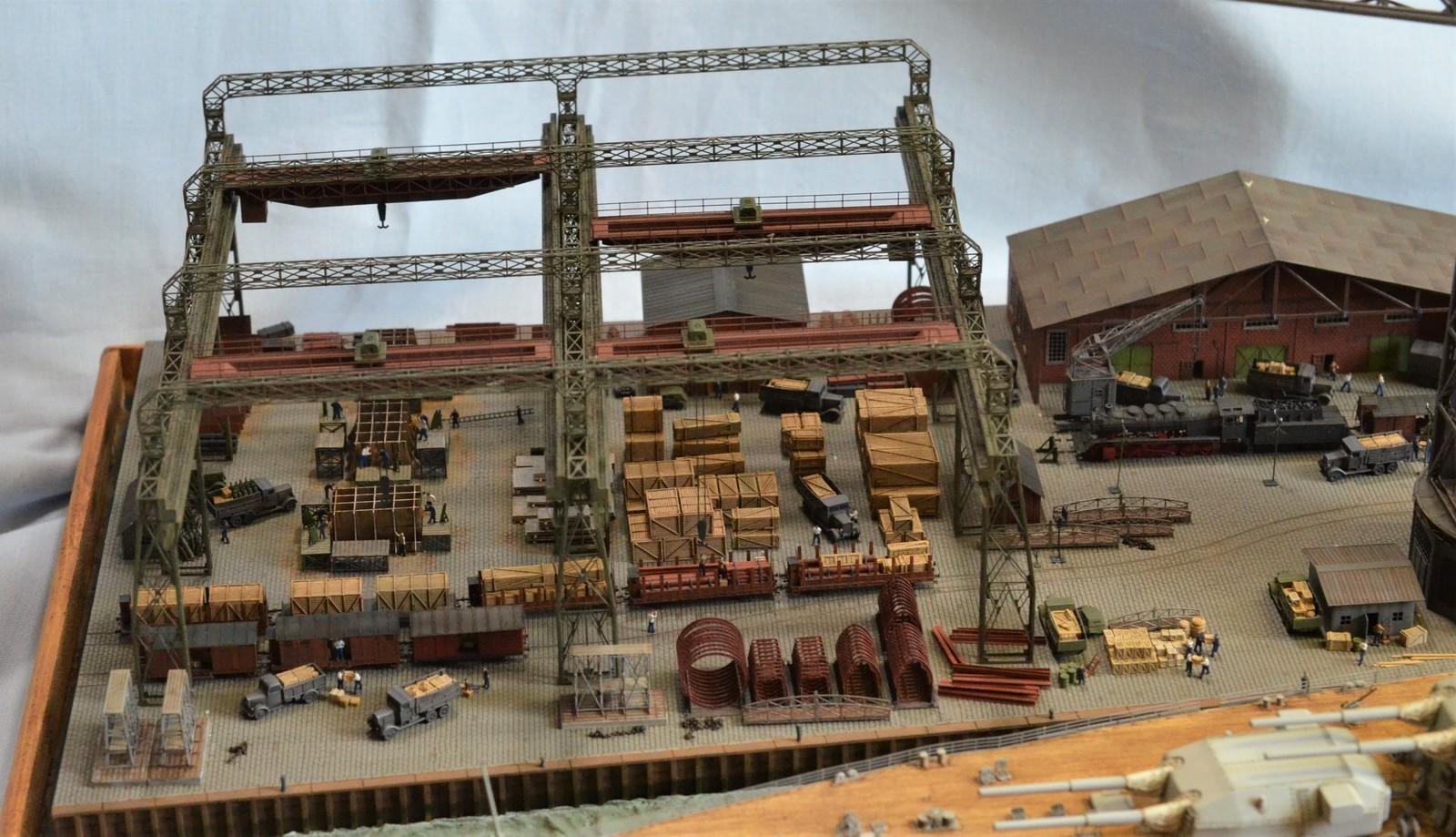 Grande grue 250 t port de Hambourg et Bismarck Revell au 1/350 - Page 11 8QGePq
