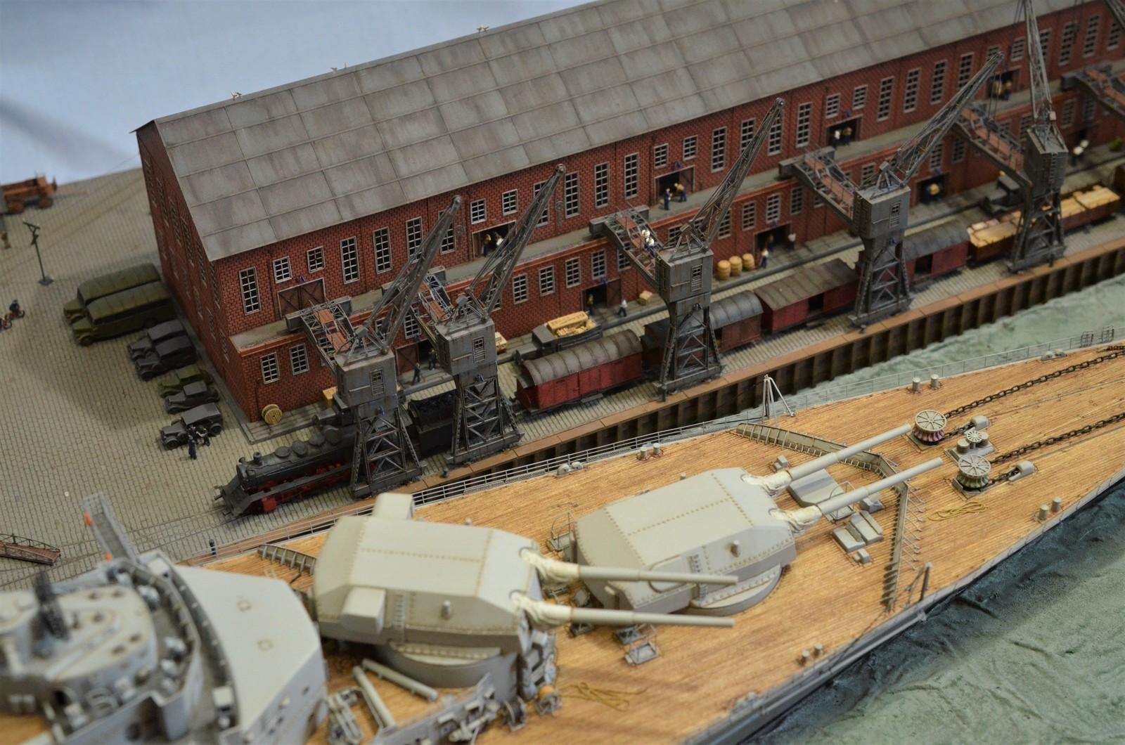 Grande grue 250 t port de Hambourg et Bismarck Revell au 1/350 - Page 11 IkmN2X