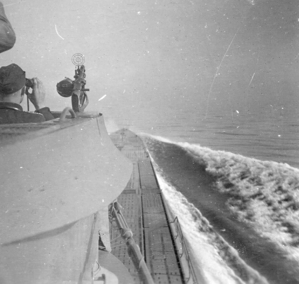 photos de sous-marin et de leur équipage TqdSmC