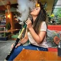 سيجارة وكاس