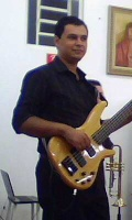 Michel_bass_guitar_bauru