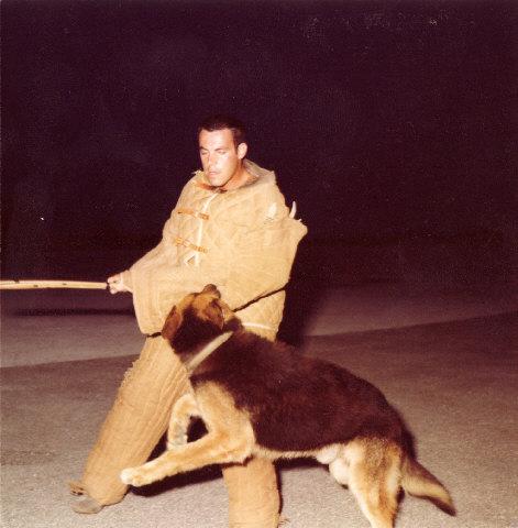 [ FUSILIERS MARINS ] Et les maitres de chiens. Levant12