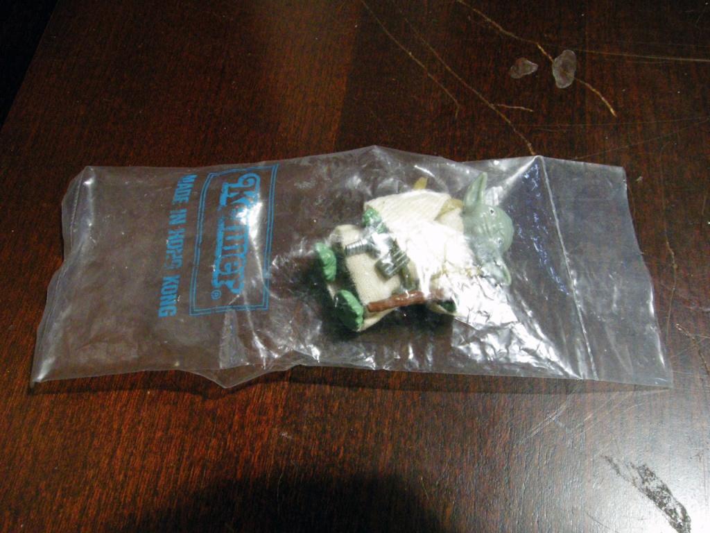 Green Snake Yoda on card Hk_yod11