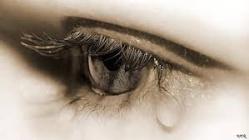 دموعي لا تفارق عيوني