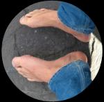 Mec pieds nus