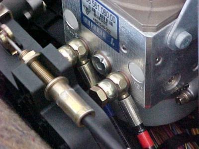 Ajouter fluide hydraulique ouverture capote ( texte traduit) Post-4600-1131215689_thumb