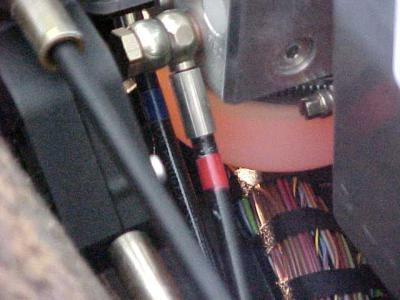 Ajouter fluide hydraulique ouverture capote ( texte traduit) Post-4600-1131215708_thumb